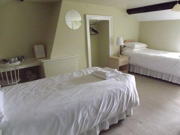 Room 5 Twin Room En Suite 2